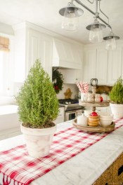 Cute farmhouse christmas decoration ideas 24