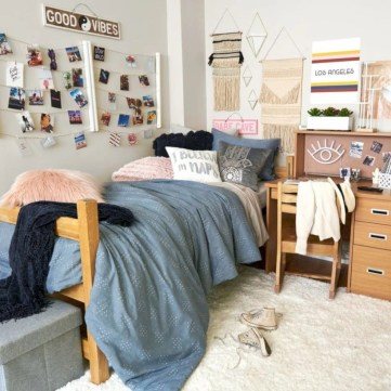 Elegant dorm room decorating ideas 44