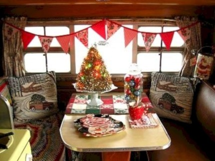 Rv living decor to make road trip so awesome 36