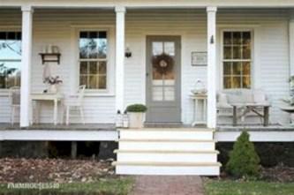 Rustic farmhouse front porch decorating ideas 09