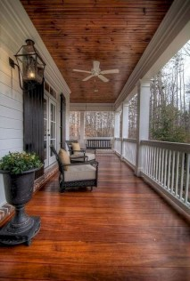 Rustic farmhouse front porch decorating ideas 40