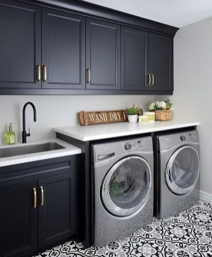 Laundry room design ideas that will maximize your small space 33
