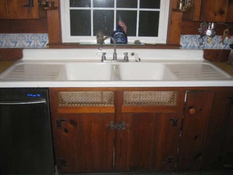 Top farmhouse sink designs for your lovable kitchen 24