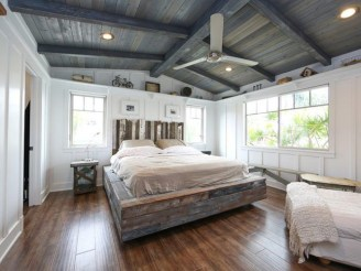 Awesome rustic bedroom furniture ideas to get the farmhouse charm 18