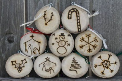 Creative diy rustic christmas decorations with wood 25