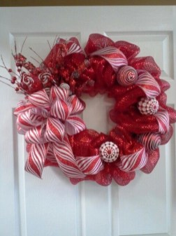 Diy christmas wreath ideas to decorate your holiday season 06