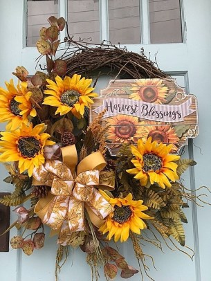 Diy christmas wreath ideas to decorate your holiday season 16