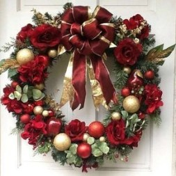 Diy christmas wreath ideas to decorate your holiday season 43