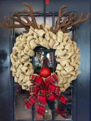 Diy christmas wreath ideas to decorate your holiday season 54