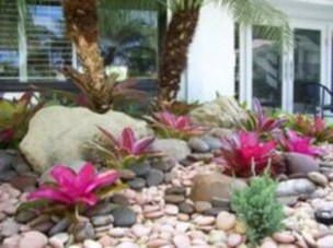 Simple rock garden decor ideas for your backyard 32