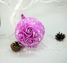Ways to decorate your home with snowflakes and baubles 04