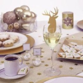 Ways to decorate your home with snowflakes and baubles 11