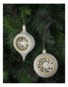 Ways to decorate your home with snowflakes and baubles 14