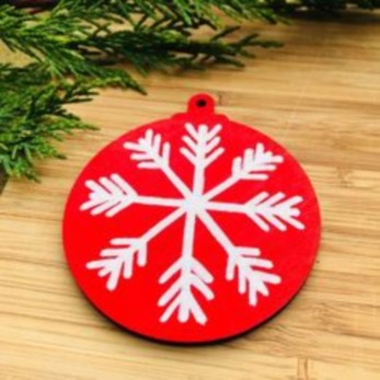 Ways to decorate your home with snowflakes and baubles 21