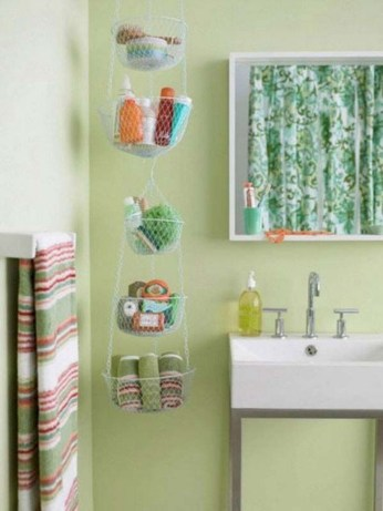 Hanging bathroom storage ideas to maximize your small bathroom space 15