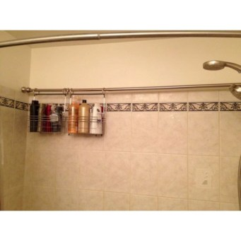 Hanging bathroom storage ideas to maximize your small bathroom space 33