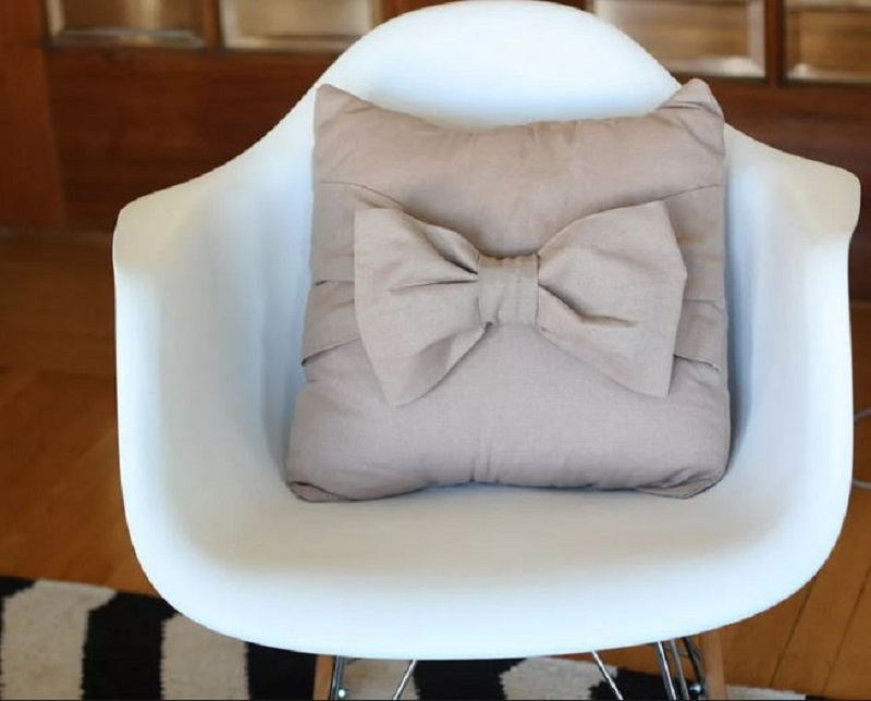 Big bow throw pillow