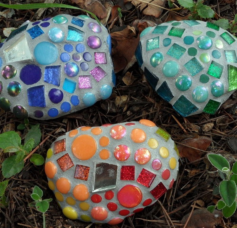 Mosaic garden rocks diy
