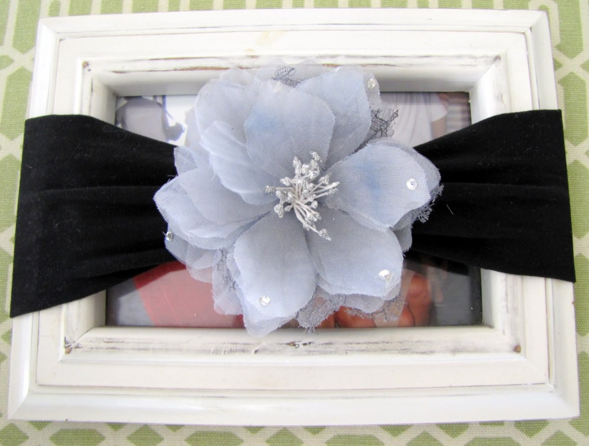 Nylon baby's headband Thoughtful DIY Baby Shower Gift Ideas You Can Do That Any Mother Would Love