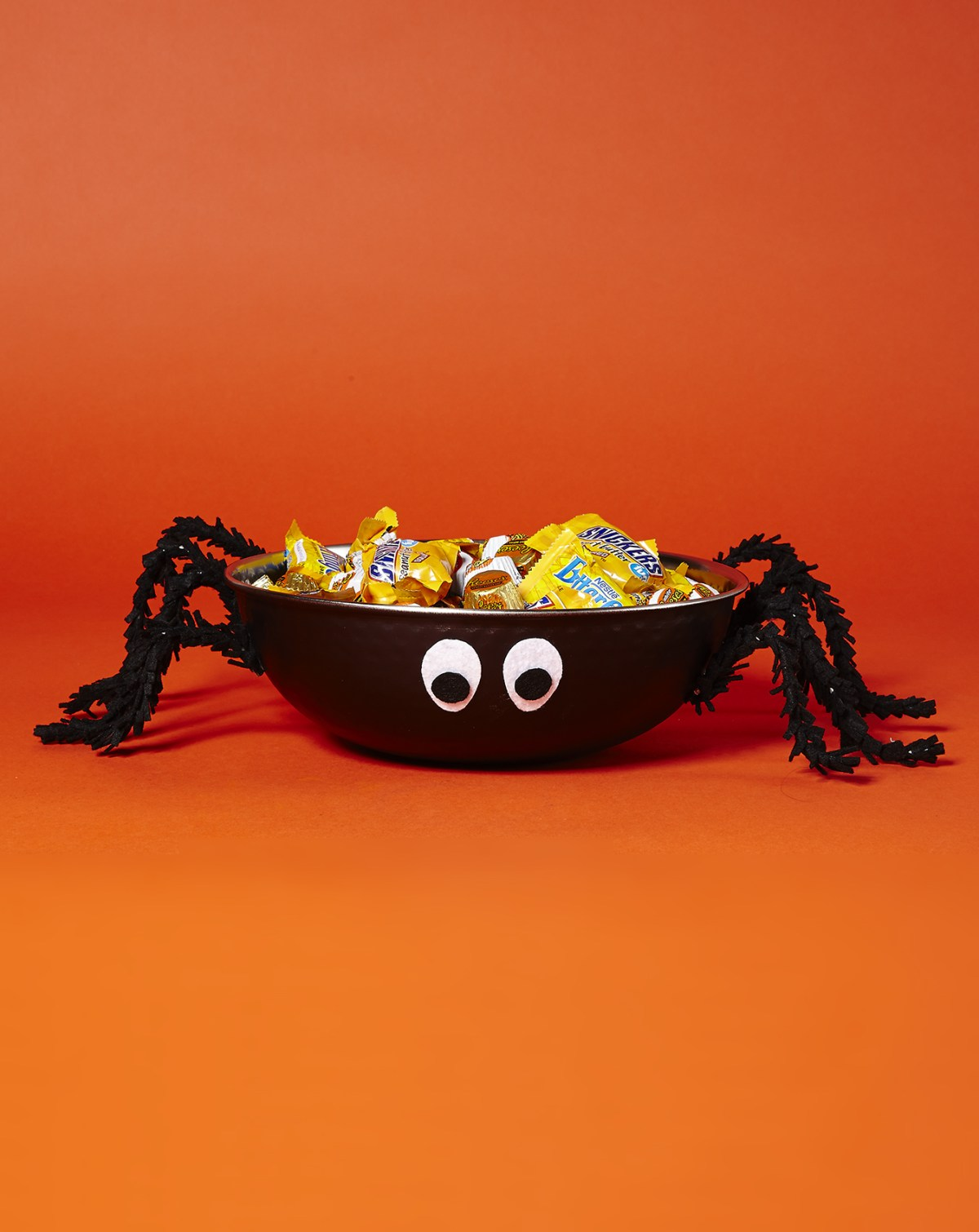 Spider bowl DIY Halloween Candy Bowls You Can Serve For Halloween Treats