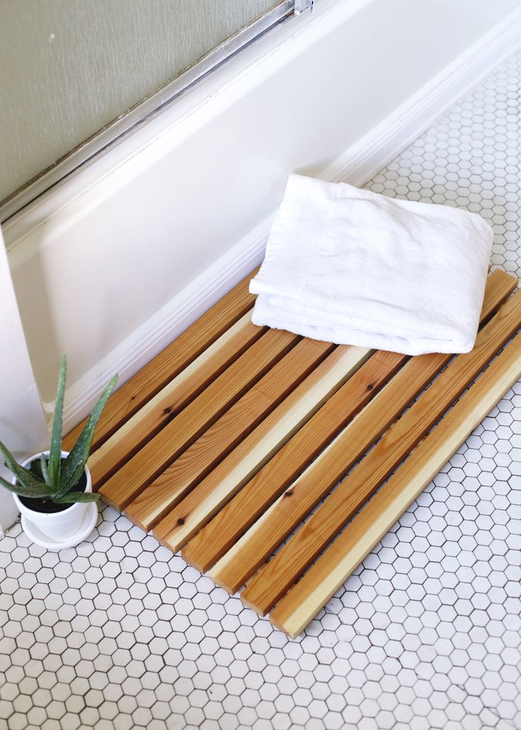 Cedar wood bath mats DIY Spa-Like Bathroom Mat Ideas That Made Of Nature Materials.