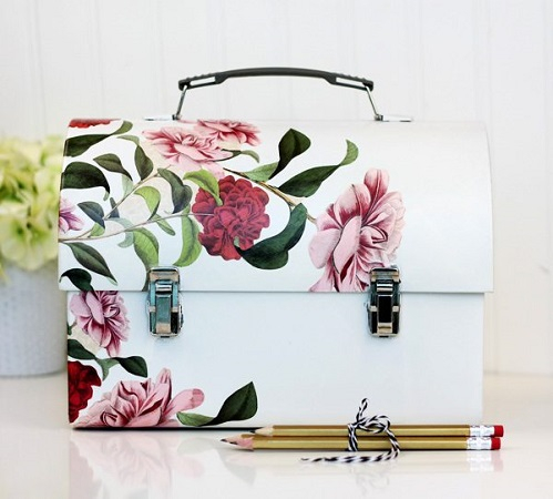 Chic diy metal lunch box with flower decoupage Spectacular DIY Launch Box Ideas That Is Lovely For Kids And Adults
