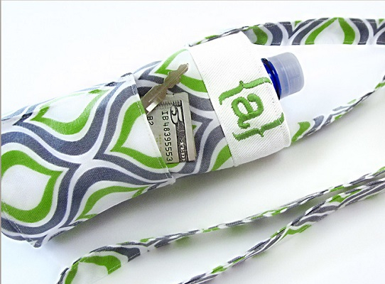 Diy water bottle carrier with and additional pocket Chic DIY Water Bottle Totes And Slings For Your Daily Activities And Exercise