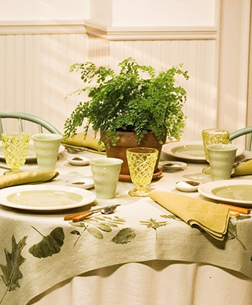 Leaf print tablecloth yes DIY Tablecloths Ideas For Fall, Holiday And Any Day You Want