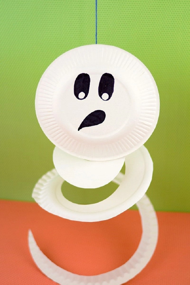 Paper plate ghost Indescribable DIY Paper Plate Crafts To Complete Your Halloween Celebration