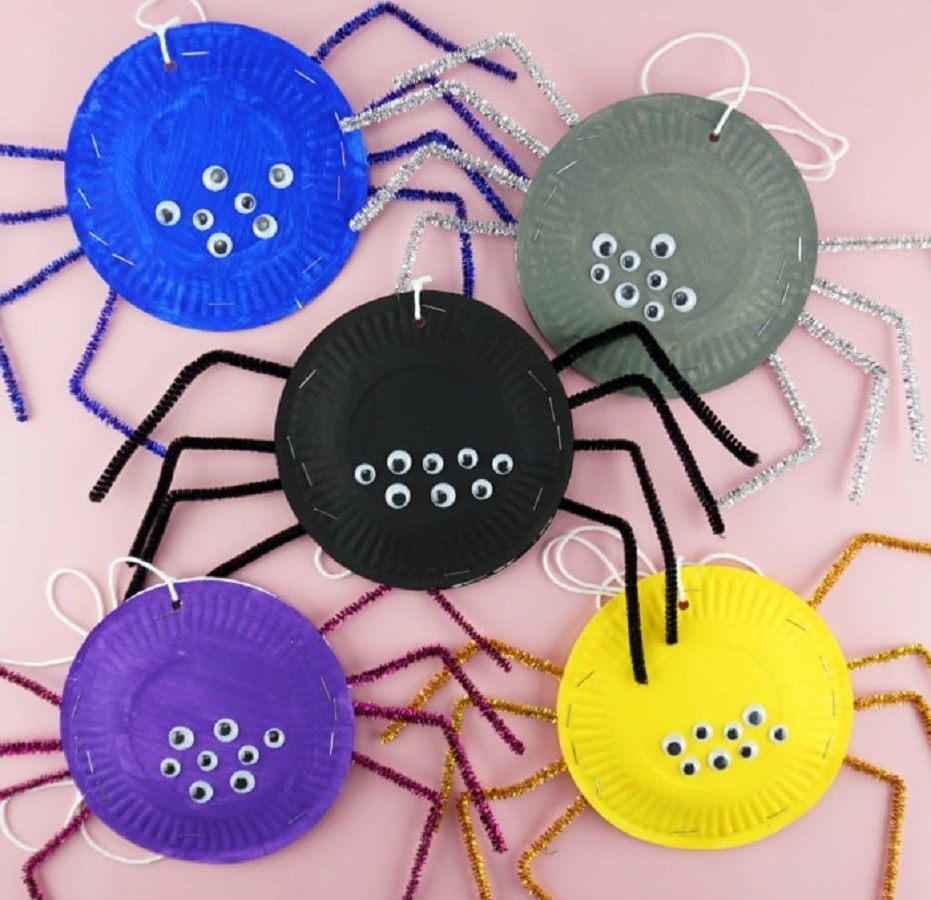 Paper plate spiders Indescribable DIY Paper Plate Crafts To Complete Your Halloween Celebration