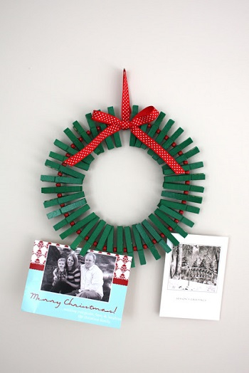 Diy card wreath Conspicuous DIY Christmas Wreaths To Offer You A Captivating Decoration
