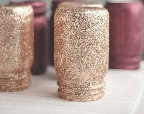 Diy glitter rose gold mason jars DIY Rose Gold Christmas Décor Projects To Bring Glam And Shine To Your Holidays