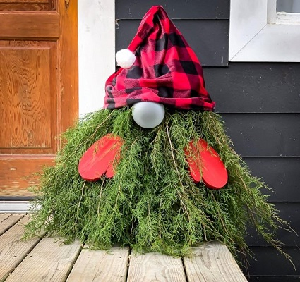 Evergreen christmas gnome Homemade Outdoor Decoration Ideas To Complete Your Christmas Celebration