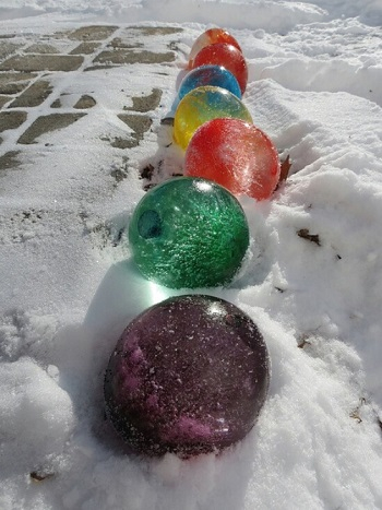 Giant frozen christmas ornaments Homemade Outdoor Decoration Ideas To Complete Your Christmas Celebration