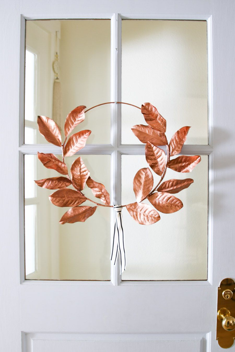 Minimalist rose gold wreath DIY Rose Gold Christmas Décor Projects To Bring Glam And Shine To Your Holidays