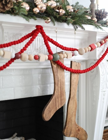 Oversized wood bead garland DIY Charming Rustic Christmas Wood Projects For Your Amazing Home