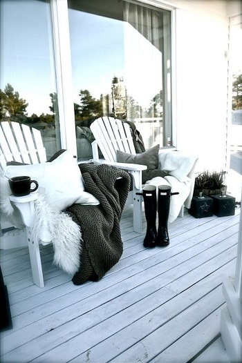Simple touch for terrace in winter Enjoyable Terrace Décor Ideas To Create This Winter To Stay Comfortable