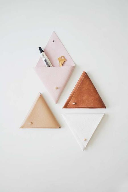 Awesome triangle leather pouch diy