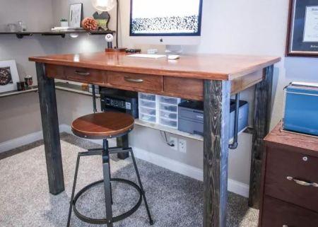 Sleek standing desk