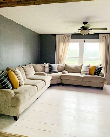 Sitting room's plywood flooring DIY Low Cost Plywood Flooring Ideas To Save Your Bank