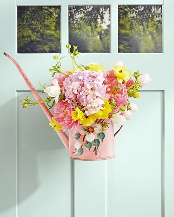 Retro watering can vase DIY Glorious Craft Projects You Cannot Miss To Get Summer Seasonal Spirit