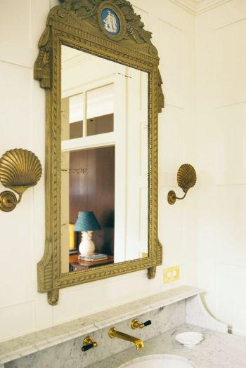 Incorporate shells in the bathroom