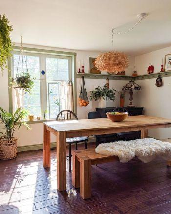 Kitchen decor with shaker-style peg rails