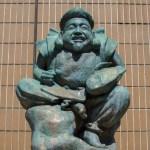 鯛と袋を持った恵比寿様の銅像