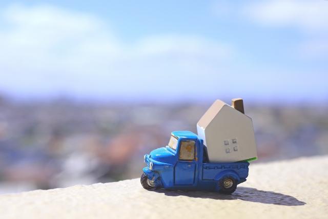 荷物を載せて運ぶトラック