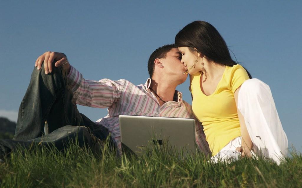 best romantic kiss wallpaper
