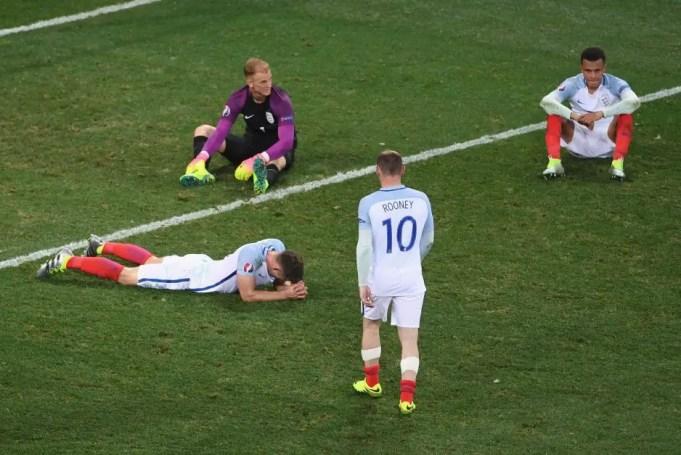 Les anglais au tapis après leur défaite face à l'Islande à l'Euro 2016.