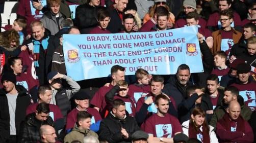 Une pancarte brandie par quelques supporters des Hammers.