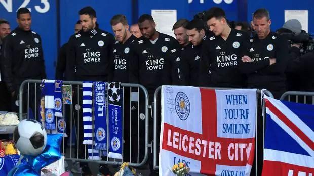 Les joueurs de Leicester, évidemment touchés par la tragédie (Crédits : Independent)