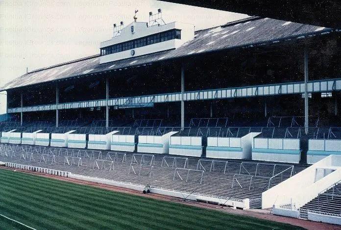 The Shelf de White Hart Lane